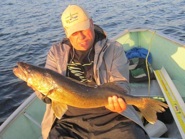 Understanding different walleye patterns wawang lake resort for Slip bobber fishing